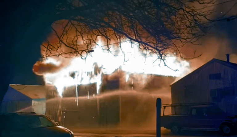 Late Sunday fire destroys storage building in Muscatine