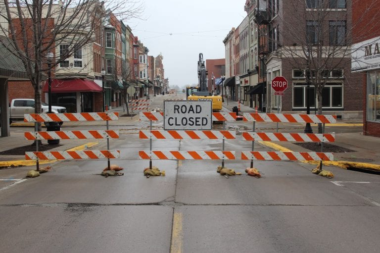 East 2nd and Sycamore intersection closed to traffic