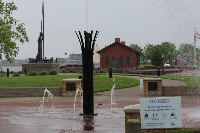 Mississippi Mist is misting again on Muscatine riverfront